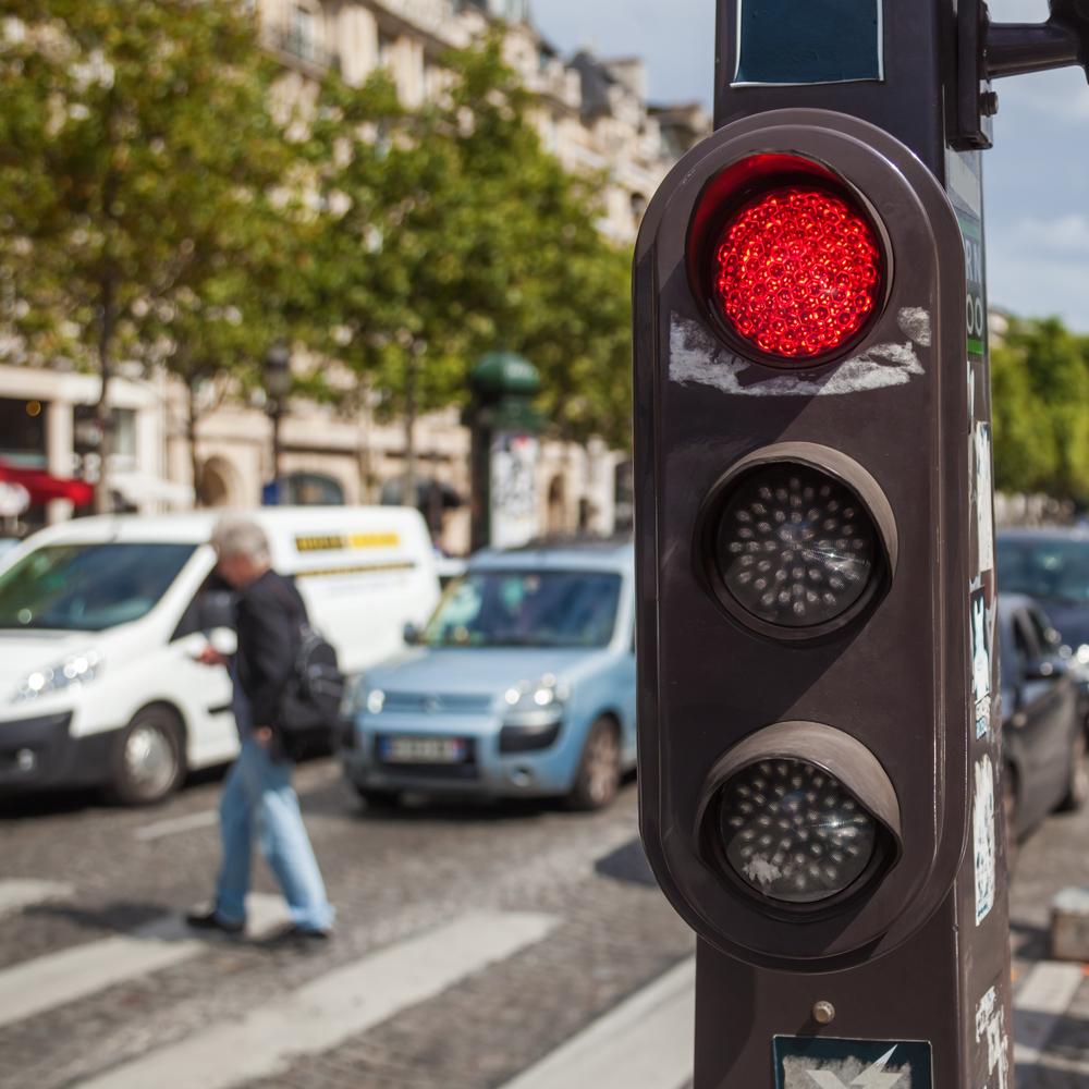 Mi esposo fue lastimado cuando otro se corrió la luz roja. ¿Qué debo hacer? Featured Image