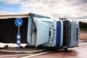 Accidente de Camion al dar la vuelta   The Law Office of Hilda Sibrian